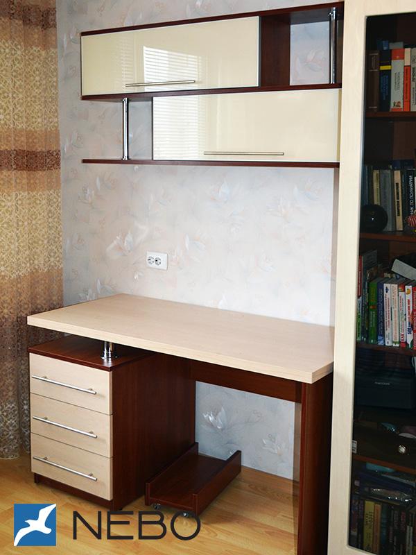 Салон-магазин диса - столы компьютерные.