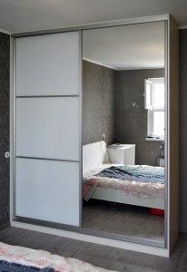 Шкафы-купе с зеркалом - фото - 23372