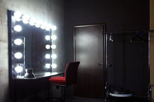 Туалетный столик с зеркалом - фото - 23429