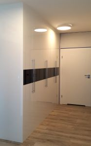 Шкафы распашные с лакобелем - фото - 31446