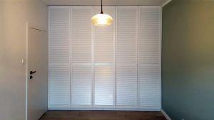 Шкафы распашные с фасадами из массива  - фото - 33336