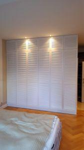 Шкафы распашные с фасадами из массива  - фото - 33339