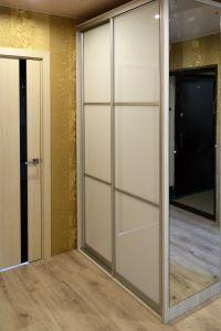 Желтые и бежевые шкафы-купе - фото - 34035