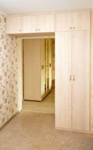 Бежевые и желтые распашные шкафы - фото - 34922