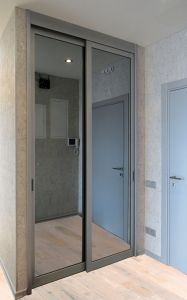 Шкафы-купе с зеркалом графит - фото - 35355