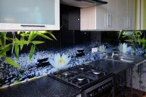Лотосы для скинали в интерьере кухни - 22797