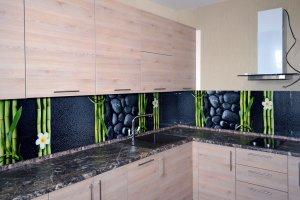 Бамбук для скинали в интерьере кухни - 22820