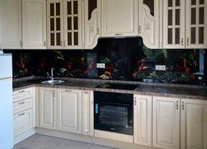 Бокалы для скинали в интерьере кухни - 22834