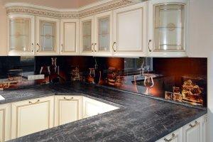 Бокалы для скинали в интерьере кухни - 23046