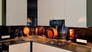 Бокалы для скинали в интерьере кухни - 29729