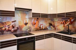 Бокалы для скинали в интерьере кухни - 30655
