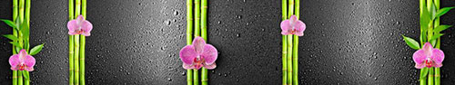 Скинали - Орхидеи с ветками бамбука на поверхности с каплями