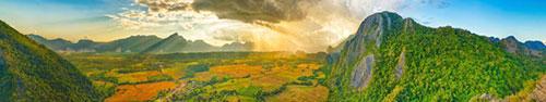 Скинали - Поля и горы в Лаосе, солнце в облаках