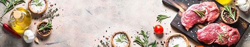 Скинали - Свежий стейк и специи на столеы