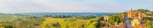 Скинали - Панорама на средневековую деревеньку в Италии