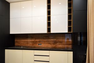 Древесина для скинали в интерьере кухни - 32417