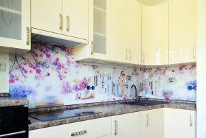 Цветы сакуры для скинали в интерьере кухни - 32474