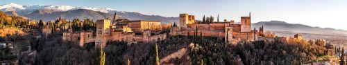 Скинали - Замок в Гранаде в лучах солнца, Испания