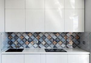 Абстракции для скинали в интерьере кухни - 33586