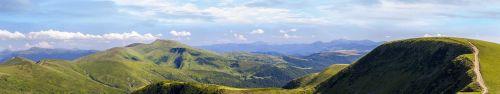 Скинали - Зеленые холмы солнечным днем