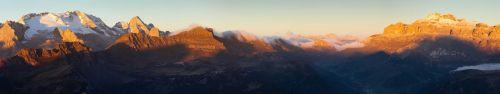 Скинали - Вечерний закат в Доломитовых Альпах в Италии