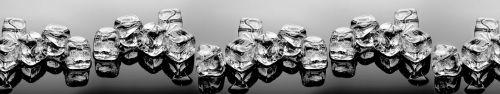 Скинали - Ряд кубиков льда в черно-белом варианте