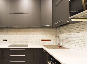 Кирпич для скинали в интерьере кухни - 35249