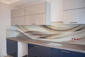 Абстракции для скинали в интерьере кухни - 21876