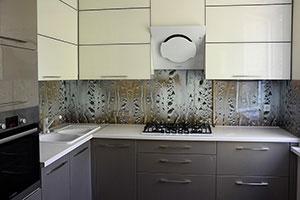 Стекло для скинали в интерьере кухни - 21996