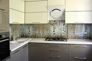 Стекло для скинали в интерьере кухни - 22025