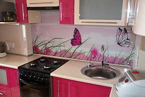 Бабочки для скинали в интерьере кухни - 22038