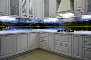 Озеро для скинали в интерьере кухни - 22108
