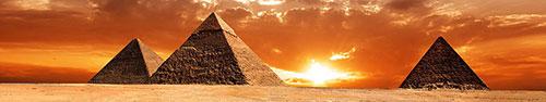 Скинали - Яркий вечерний закат в Египте на фоне пирамид