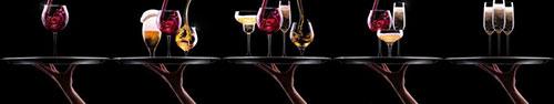Скинали - Бокалы с напитками на подносах