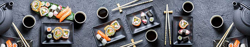 Скинали - Суши в черной керамической посуде