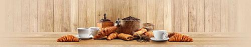 Скинали - Свежие круассаны и кофе на деревянном столе