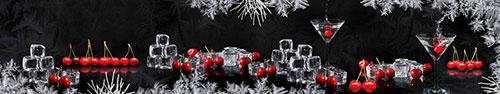 Скинали - Черешня в кубиках льда на черном фоне