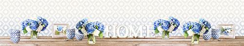 Скинали - Синяя и белая гортензия на столе в уютном доме