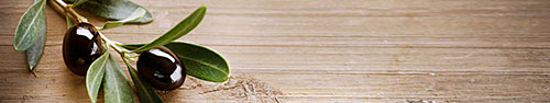 Скинали - Маслины на деревянной поверхности