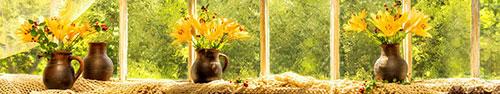 Скинали - Желтые лилии в горшках на столе у окна
