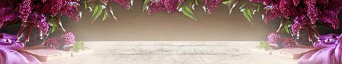 Скинали - Пурпурная сирень на деревянном столе