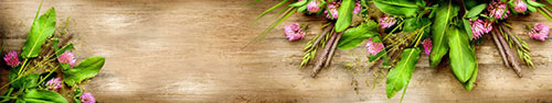 Скинали - Полевые цветы на деревянном фоне