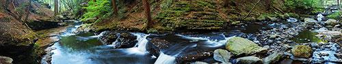 Скинали - Панорама ручья с камнями
