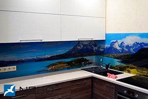 Озеро для скинали в интерьере кухни - 21824