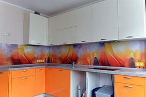 Стекло для скинали в интерьере кухни - 22328