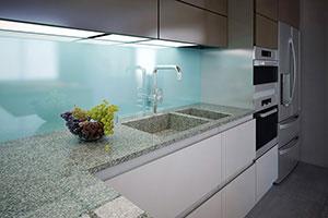 Скинали для кухни, осветленное стекло + краска, 2000х550 мм